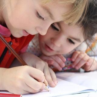 Zapisy na kursy językowe 2018-2019 już trwają! kids-1093758_1920