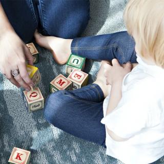 Angielski dla dzieci - w jakim wieku rozpocząć naukę języka obcego? okladka1